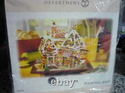 2006 CHRISTMAS SWEET SHOP (North Pole Village special 30th Anniversary item), M