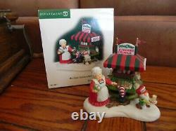 Department 56 North Pole Lot of 8 Accessories