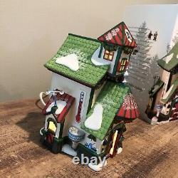 Department 56 North Pole Village Reindeer Stables Rudolph Lit House 4025278 RARE