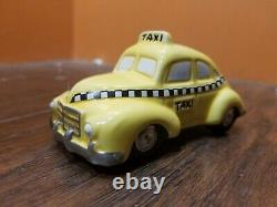 Dept 56 Checker City Cab Co. Taxi Yellow Car Christmas In The Village Lot Set