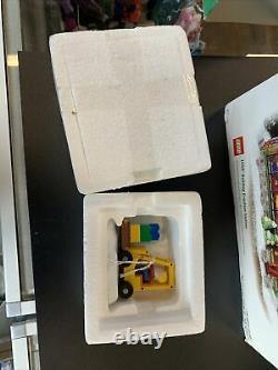 Dept 56 North Pole Village LEGO BUILDING CREATION STATION Brick Lift Lot