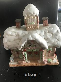 ENESCO NORTH POLE VILLAGE ELVES TRAIN STATION BUILDING MUSICAL/LIGHTS WithBOX EUC