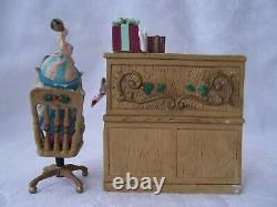 VTG 1992 Enesco The North Pole Village Elf Figurine DOODLES & Desk with Box 830445